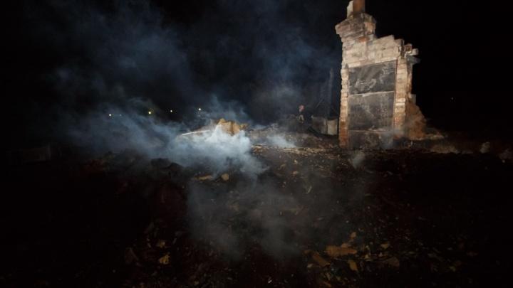 «Пожарная машина не доехала, бензин кончился»: жители Качалино рассказали о пожаре