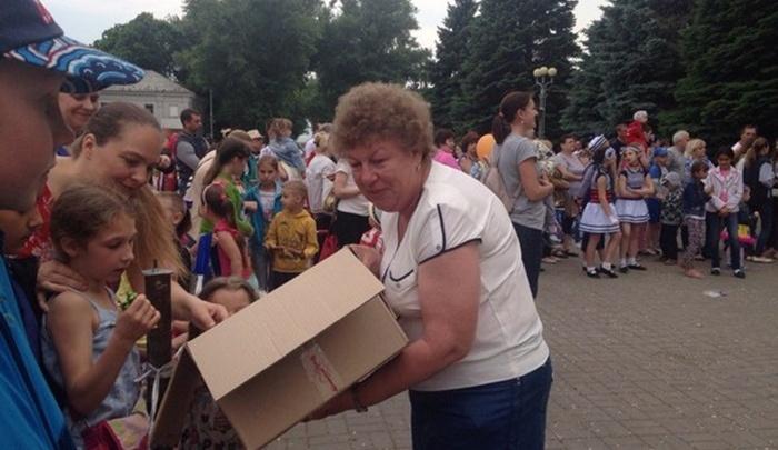 В Батайске запретили раздавать детям конфеты на городских праздниках