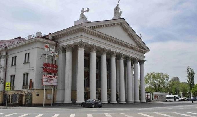 Находящегося на лечении в Германии худрука НЭТа вызывают на ковер в Волгоград