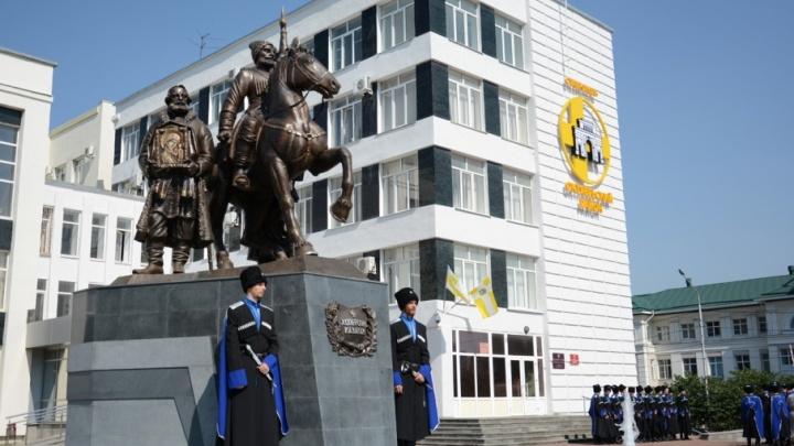 Ростовский скульптор подарил Ставрополю бронзовых казаков