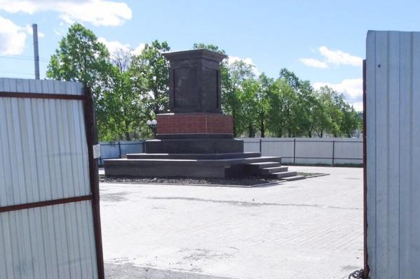 Возведение памятника длится на протяжении двух лет
