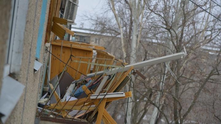 В Волжском начали ремонтировать пострадавший от взрыва дом