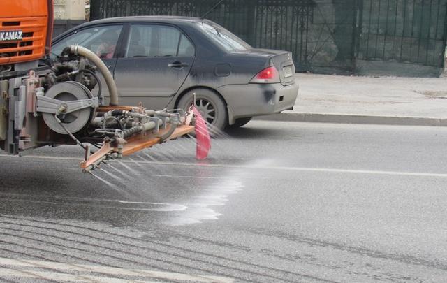 Тюменские улицы попробовали помыть с помощью шампуня