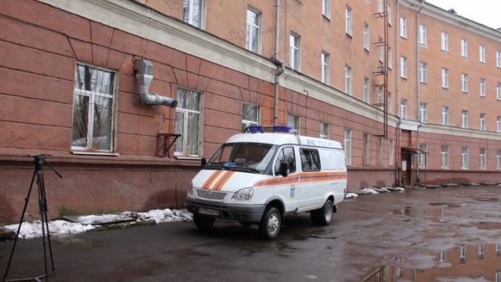 Детскую больницу, где пошла трещина, спасатели обследовали спецприбором