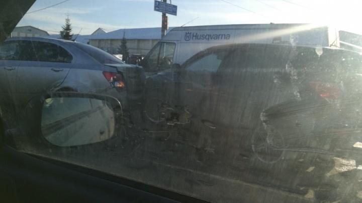 На ЮЗОД в Ярославле собралась большая пробка: в чём причина