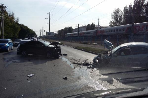 По словам очевидцев, водители превысили скорость движения