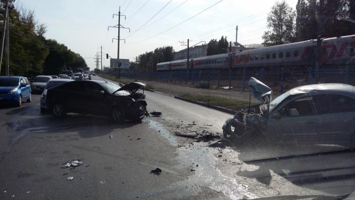 Несколько человек ранены в тройной аварии на Нансена