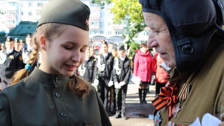 В Архангельске отметили День танкиста