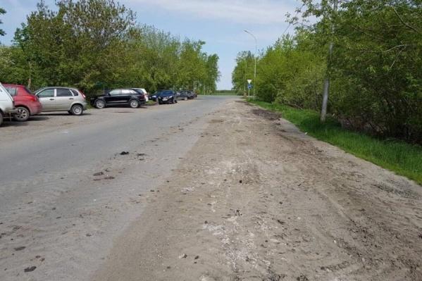 Бетонные блоки и столбы убрали с улиц Илюшина и Туполева