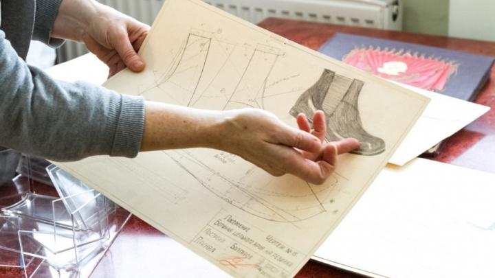 Сапоги как у битлов: рассказываем, в какой обуви ходили челябинцы десятки лет назад