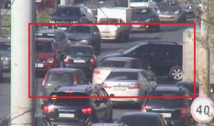 Центр Перми стоит в пробке: три автомобиля столкнулись на перекрестке улиц шоссе Космонавтов–Голева