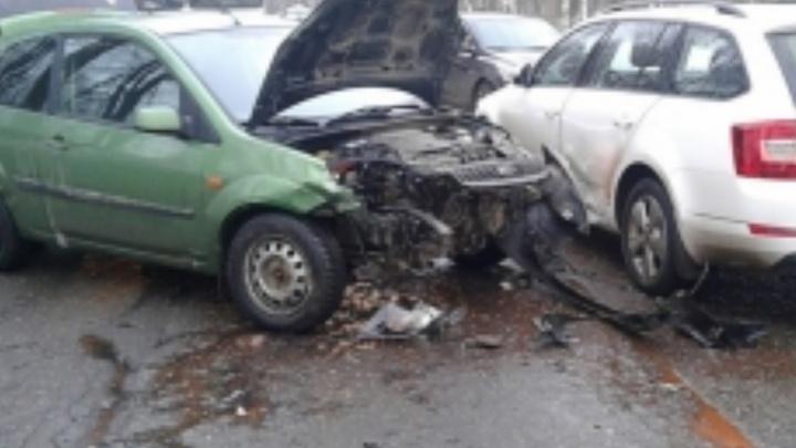 Тройное ДТП перекрыло движение по Тутаевскому проезду