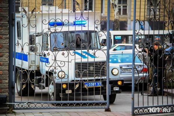 Задержанных привезли в отдел полиции