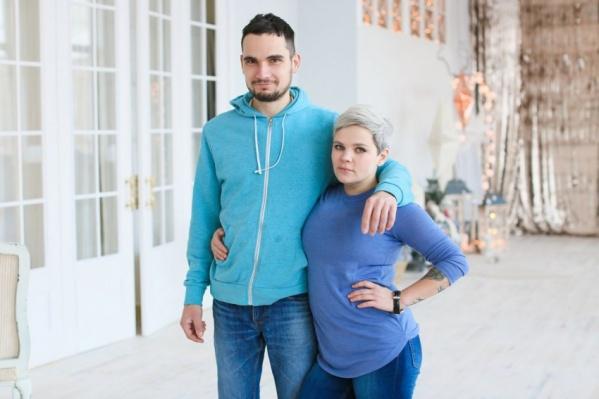 Супруги воспитывали двух родных детей и двух приёмных, пока не нагрянула опека.