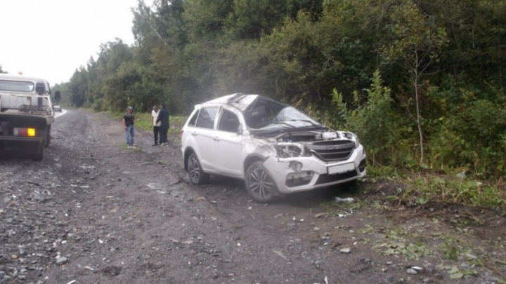 Иномарка вылетела с трассы в Челябинской области