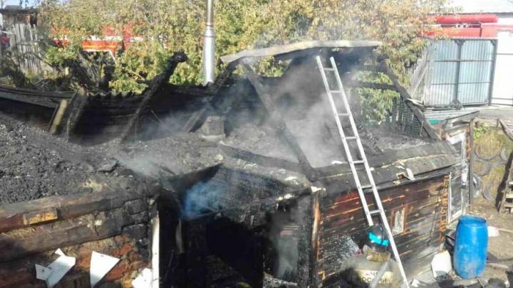 Из-за утреннего пожара в Зареке без дома остались две семьи
