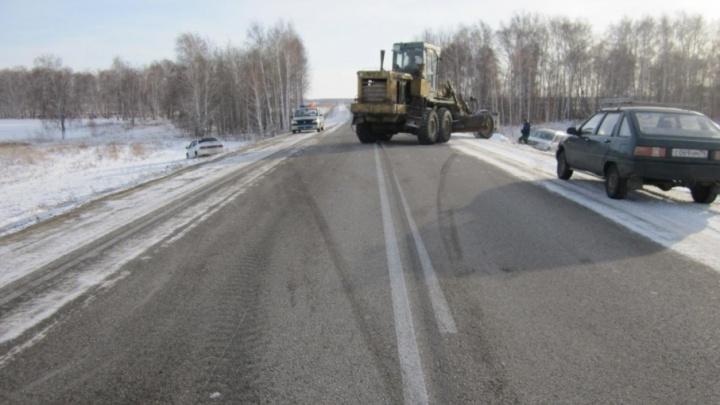 """Две """"Лады"""" столкнулись на трассе в Челябинской области"""