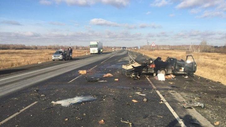 ВАЗ врезался в грузовик на трассе в Челябинской области