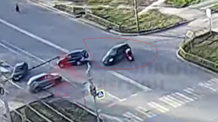 Не сбавил скорость: появилось видео ДТП с участием мотоциклиста