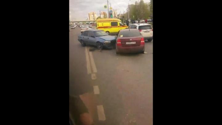 Пьяный и без документов: выпивший тюменец въехал в стоящие на светофоре иномарки