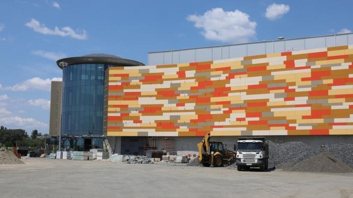 Арендаторы вошли в новое здание ТРЦ «Мегамаг» для ремонта своих помещений
