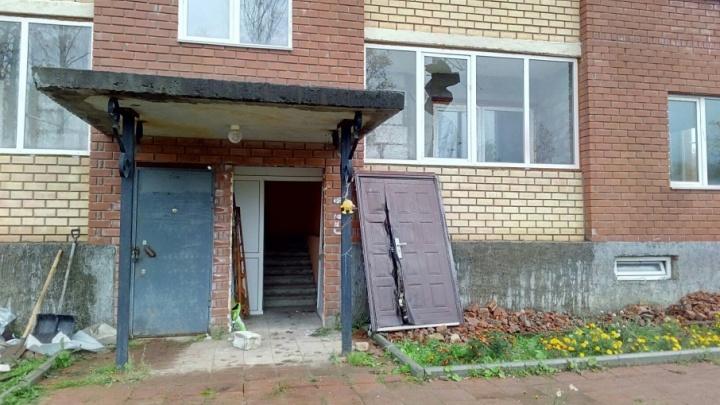 В Голованово начался снос незаконной новостройки: квартиры в доме успели купить девять семей