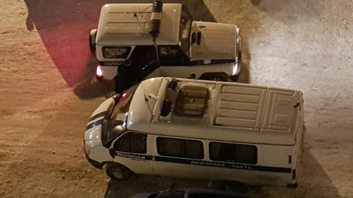 На улице Мельникайте под окнами дома нашли тело мужчины