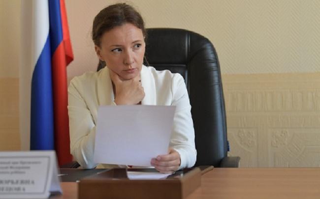 Детский омбудсмен России раскритиковала учителя, написавшего на лбу ребёнка «не готов»