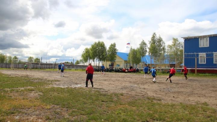 FIFA за колючей проволокой: спартакиаду в детской колонии открыли футбольным матчем