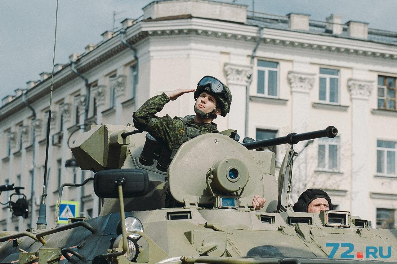 Военную технику представили курсанты ТВВИКУ