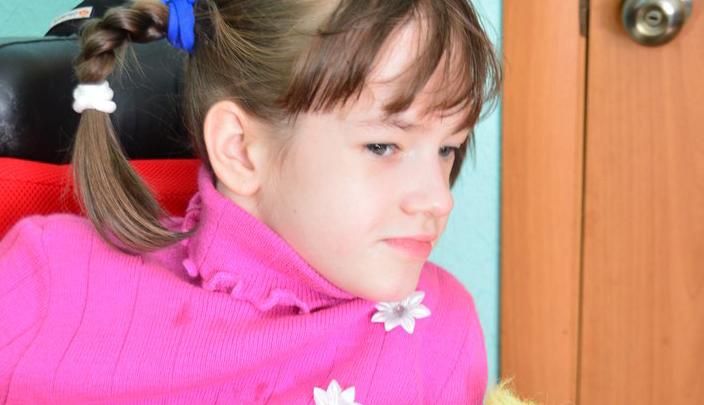 Семья с ребенком-инвалидом снимает дом из-за отсутствия пандуса в многоэтажке на Лелюшенко