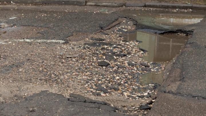 Мотоциклист, влетевший в яму, отсудил у мэрии Ярославля деньги за ДТП