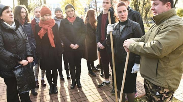 Музыка, чай и пирожки: Владимир Слепцов прибрал город вместе с ярославцами
