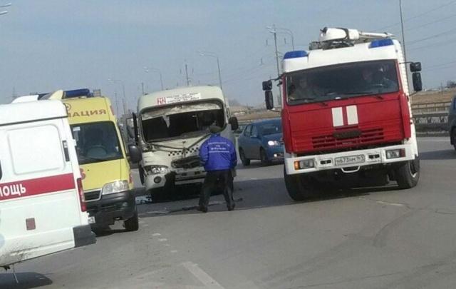 В аварии КАМАЗа и маршрутки на Пойменной пострадали семь человек