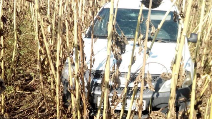 Дончанин на «Ладе», уходя от столкновения с другой машиной, вылетел в поле и получил травмы