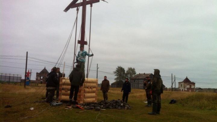 В Приморском районе установили поклонный крест в память об узниках лагерей на Севере