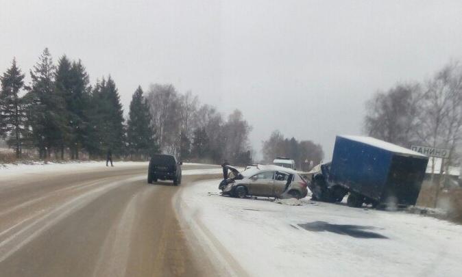 Подробности утреннего ДТП в Тутаевском районе: водитель иномарки попал в реанимацию