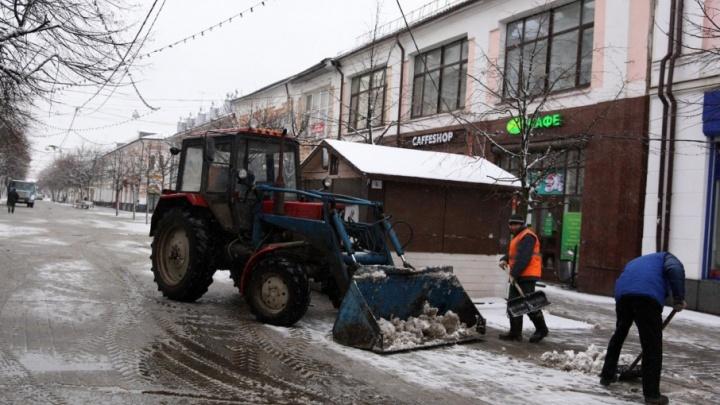 На коммунальщиков завели уголовное дело по мошенничеству за мусор и снег, который не вывозили зимой