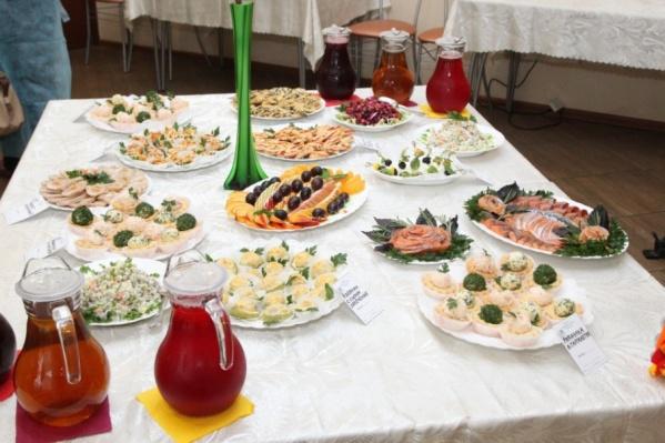 Такой стол Комбинат социального питания накрывает только VIP-гостям
