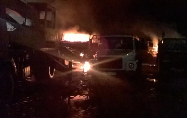 Подробности ночного пожарища в Ярославской области: сгорели машины дальнобойщиков