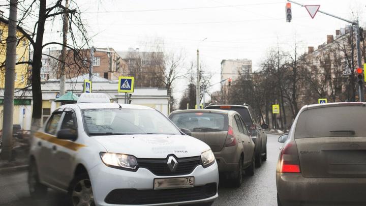 Ярославские пенсионеры смогут бесплатно прокатиться на такси