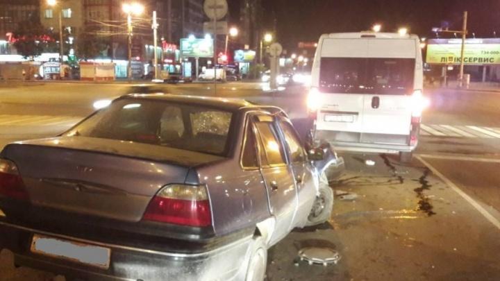 В Челябинске иномарка влетела в маршрутку с пассажирами