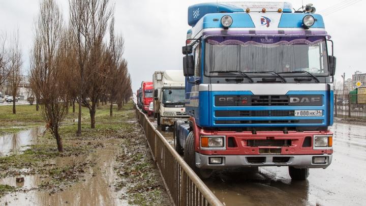 Профсоюзы не разрешили бастующим дальнобойщикам участвовать в Первомае