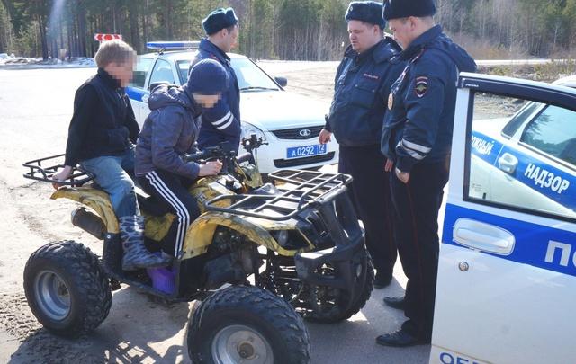 Тюменские полицейские остановили 11-летнего ребенка на квадроцикле, который вез 10-летнего пассажира