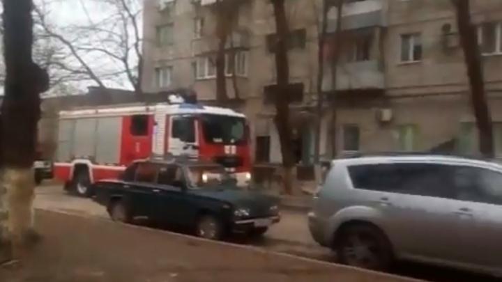 Пожар в девятиэтажке на севере Волгограда выгнал на улицу пять человек