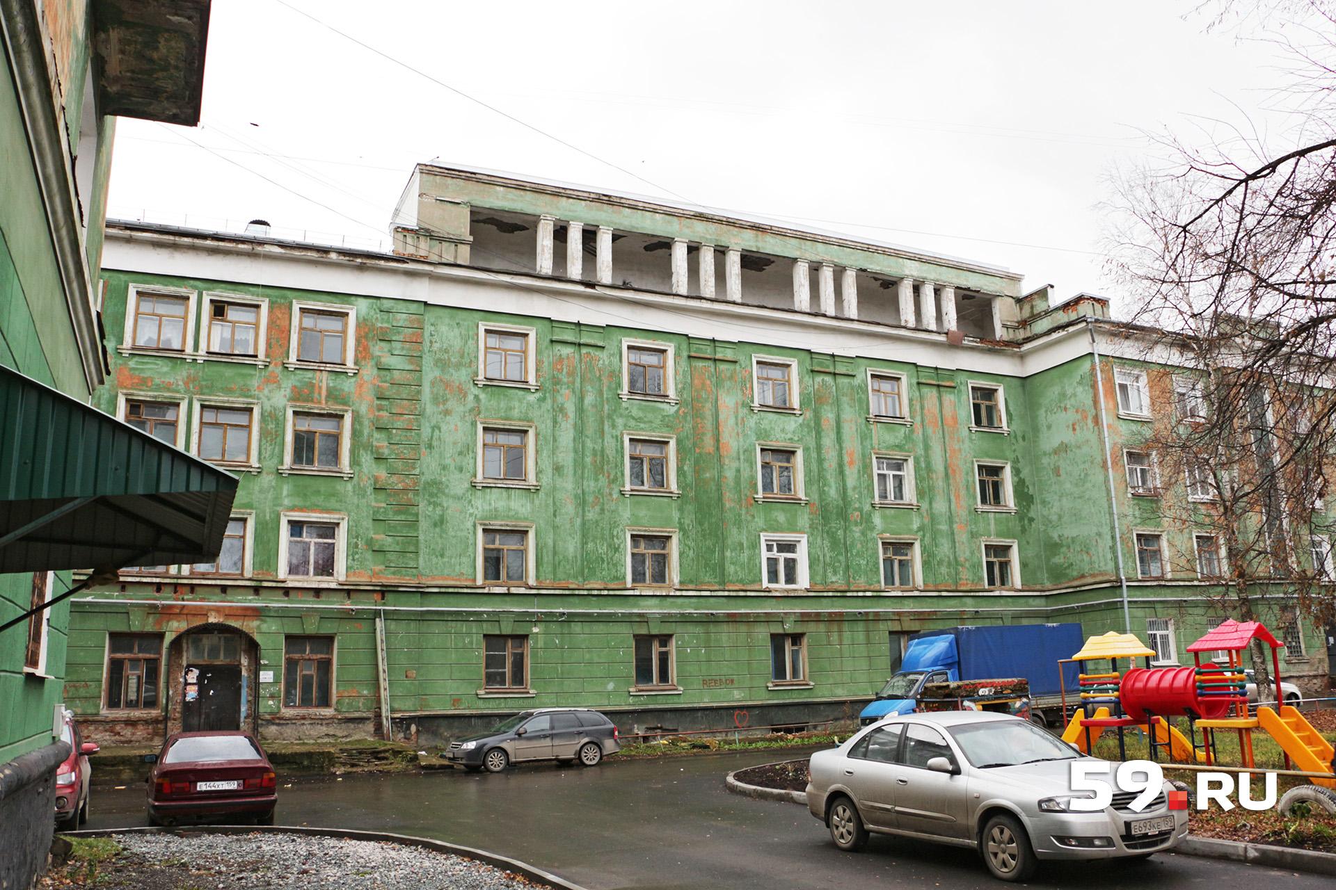 Центральная часть дома — общежитие