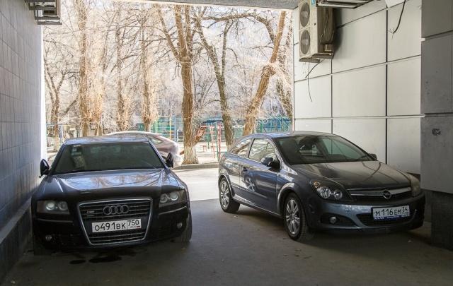 Я паркуюсь как ...: Jaguar, Land Cruiser, Audi и автохамы Волгограда