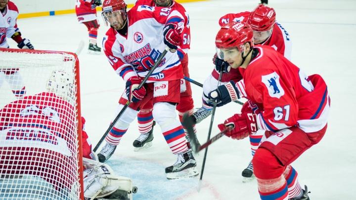 Молодость vs опыт: на льду нового ледового дворца в Ярославле прошел праздничный матч