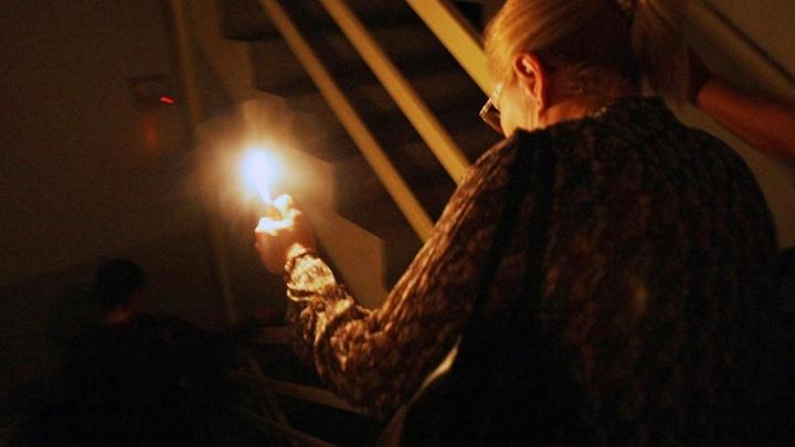 Из-за непонятого долга семья ростовчан пять месяцев жила без электричества