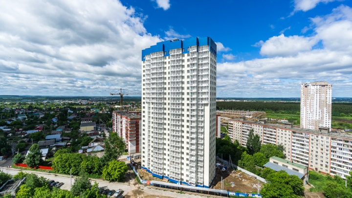 Строительство 25-этажного дома «Выше мира» в районе Ипподрома завершится через полгода